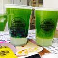 緑茶ベースのキュウイジュース檸檬ゼリーとタピオカ入り