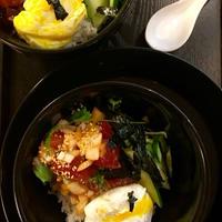 ハワイ風ポケロコモコ丼