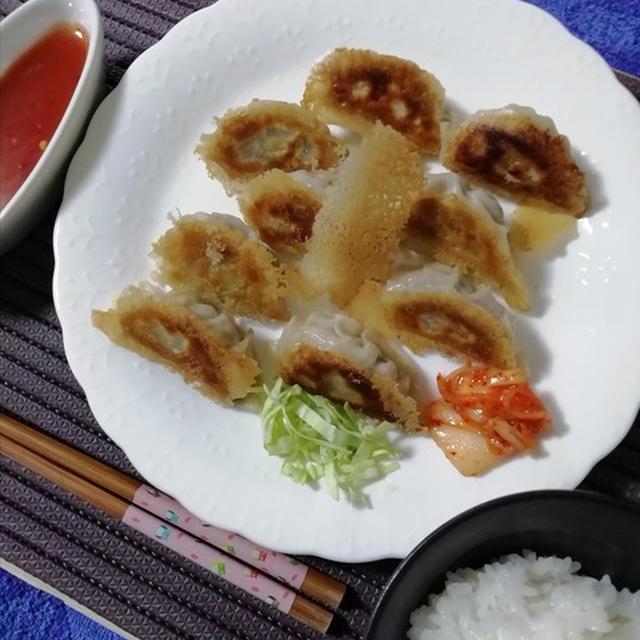 スイートチリソースで食べる!羽付き風なパリパリギョウザにアジアンティック!