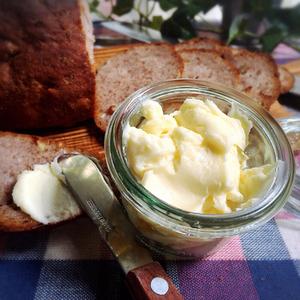 練乳とバターのおいしい出会い!簡単&使える「練乳バター」