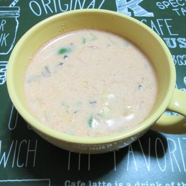 野菜たっぷり!やさしい味わいのトマトミルクスープ