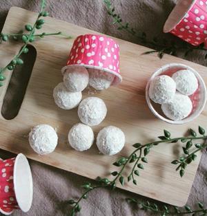 【簡単!HMと片栗粉で!】メイプル風味のスノーボールクッキー