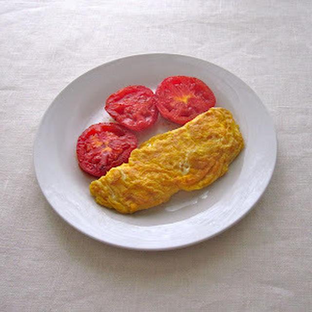 焼きトマト添えオムレツ