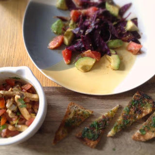 紫ヒユ菜とアボカドグレープフルーツサラダのプレート