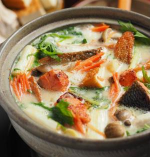 焼き鮭の豆乳鍋