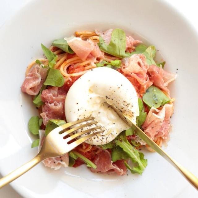 【絶品!】生ハムとブラータチーズのトマトパスタのレシピ