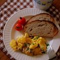 チリパウダーでぴりり♪スパイシーツナのスクランブルエッグ~映画「レナードの朝」コーヒーに合う朝食