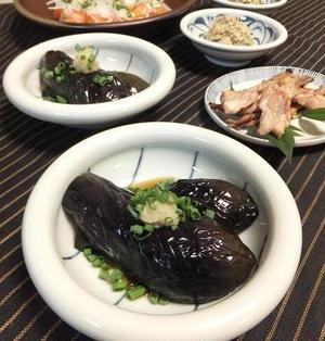 揚げだし茄子とセセリの塩焼き。彩り添えるサーモンのにぎり寿司♪