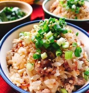 エノキでカサ増し!エノキと挽肉の生姜入り炊き込みご飯(動画有)