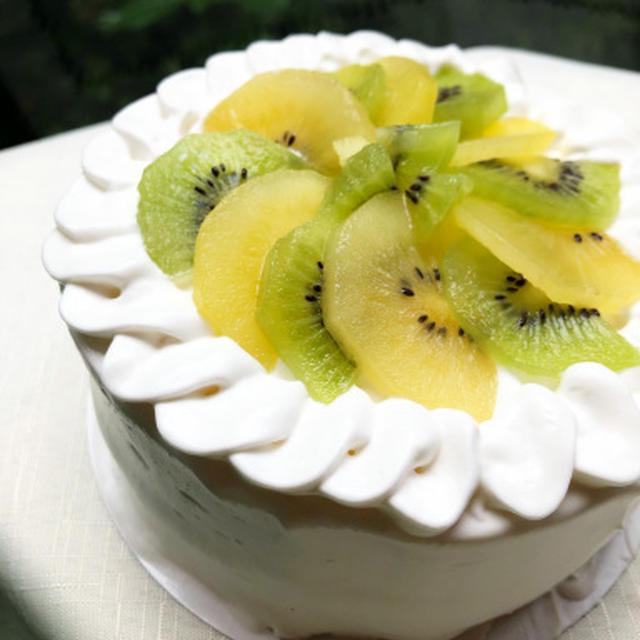 グルテンフリー乳製品、精製砂糖不使用のデコレーションケーキ