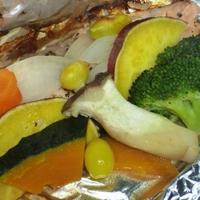 黒ホイルで秋鮭と野菜の包み焼き