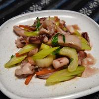 イカとセロリのしょっつる炒め。うまみたっぷりのしょっつるで味付け簡単おつまみ。