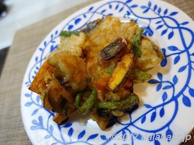 【レシピ】塩サバと野菜の簡単かき揚げ 天ぷら粉を使わないヘルシーな揚げ方