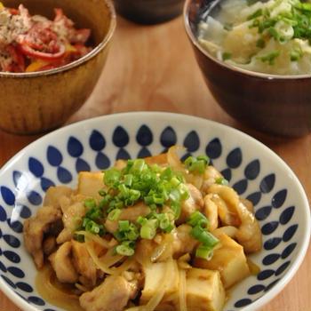 めんつゆがあれば!鶏肉と玉ねぎの和風カレー炒めがメインの献立。