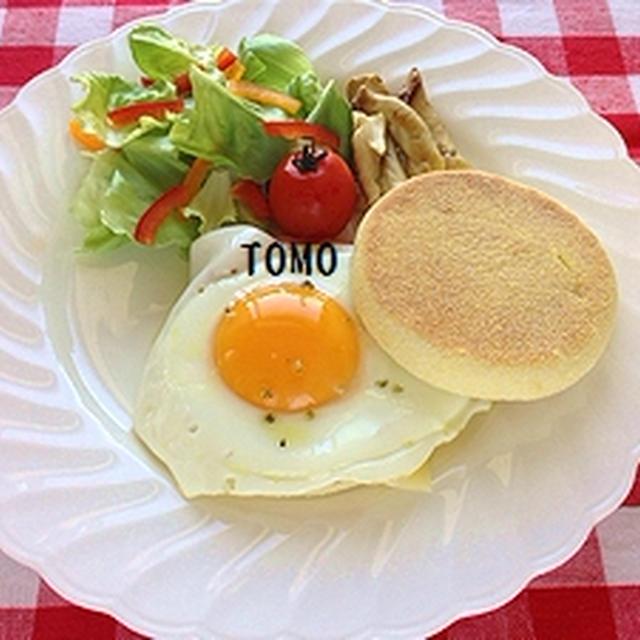 朝ごはんに♪「とろ~り半熟目玉焼き!イングリッシュマフィンのワンプレート」