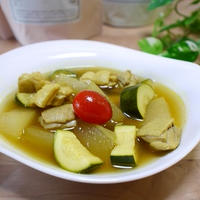 冬瓜とズッキーニーと鶏肉のおだしカレースープ