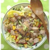 鶏唐揚げと雑穀米のサラダ丼