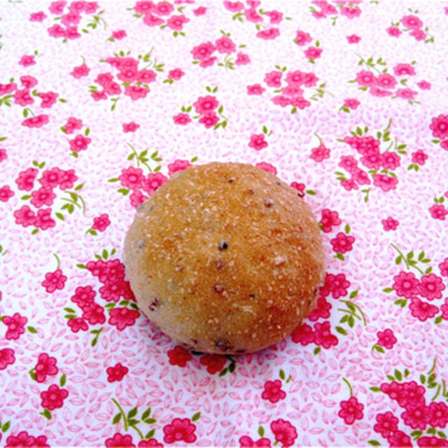 パネトーネマザー酵母で雑穀プチパン。