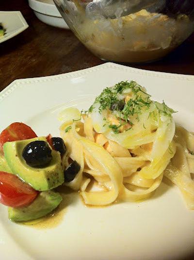サーモングリルのパスタ、サワークリームソース Grilled salmon pasta with sour cream sauce