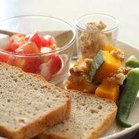 ライ麦とヘーゼルナッツBread de Macrobiotic plate