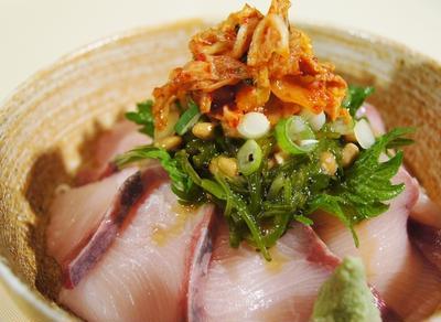 【納豆・メカブ・キムチ乗っけ盛りの美味しいブリ丼♪】5分以内で出来ます♪