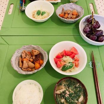 筑前煮、キャベツとカプレーゼ風サラダ、夏野菜だらけの豚汁
