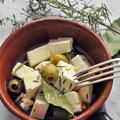 フェタチーズとオリーブのハーブオイル漬け
