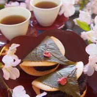 お花見気分で♪春の桜餅風ホットケーキ♡
