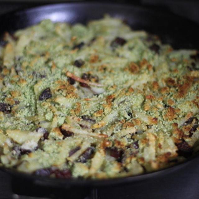 ジャガイモとサラミの香草パン粉焼き