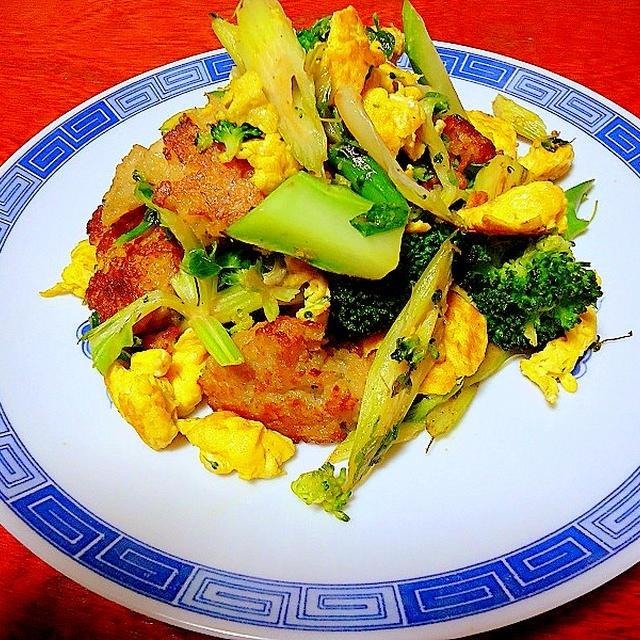 「 鶏つくね団子とブロッコリー、玉子の炒め物