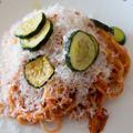 安定の味、ツナとズッキーニのトマトパスタ