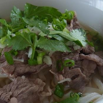 ベトナムの牛肉フォーの美味しいだしを作る