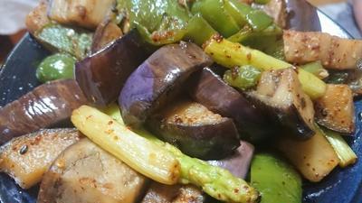 野郎飯流・茄子ピーマンアスパラガスの生七味炒め
