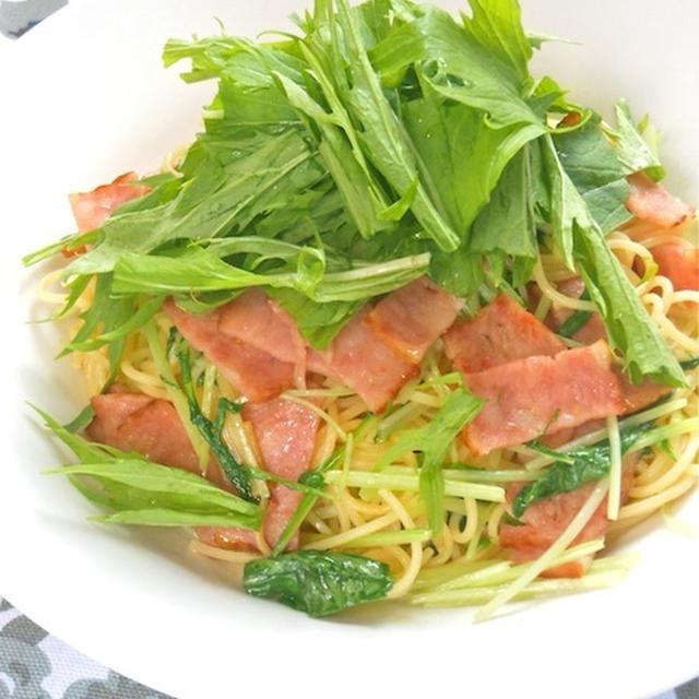 お肉の旨みたっぷり!シャウ ベーコロンと水菜のペペロンチーニ。