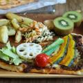 夏野菜カレーのナンピザと明太子ナンピザ
