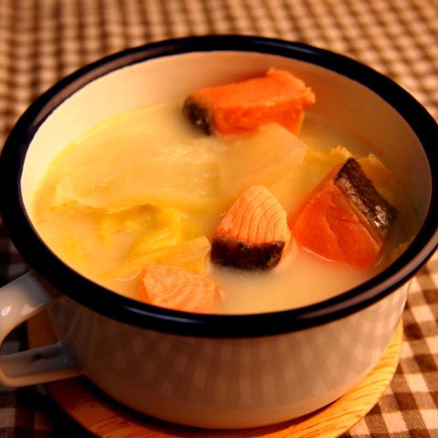 白菜と甘塩鮭の豆乳スープ 〜1月の野菜〜