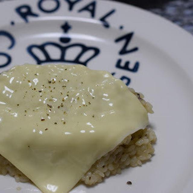 家にある食材で簡単!チーズのっけリゾット