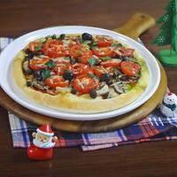 バジル香るトマトと3種のきのこのクリスマスピザ