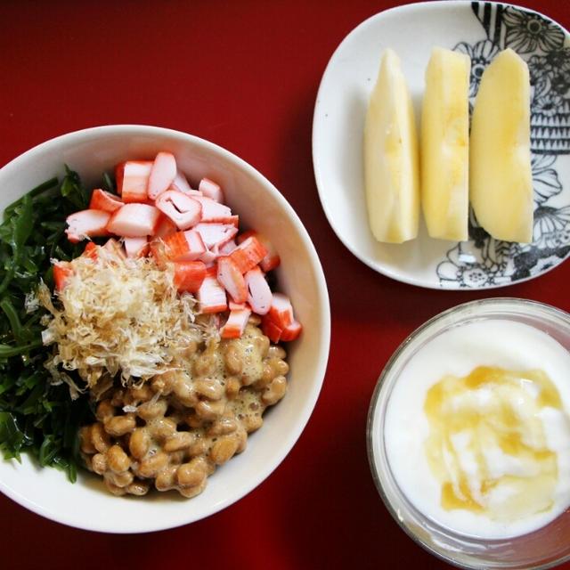 お手軽3色丼で朝ご飯*サンドイッチとタイ風スープ弁当*サバの味噌焼きで夕ごはん