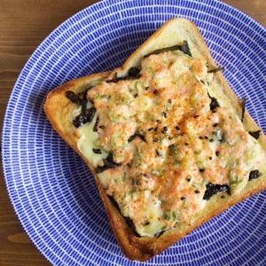 朝ごはんやブランチに!「鮭フレークトースト」がおいしそう♪