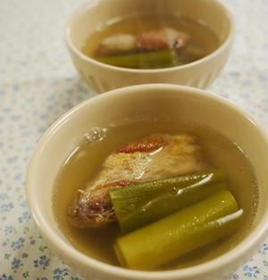 豚のスペアリブとネギの塩スープ