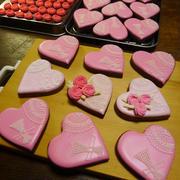 最終の第4陣目で製作中のアイシングクッキーもあとはつくったパーツを組み立てるところまで終了できました~★