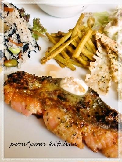カリッと美味しい!鮭のハーブムニエル