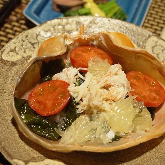 休肝日の夕餉、ずわい蟹と新若芽、文旦のサラダ、鹿肉の酢味噌掛け、蟹味噌和え