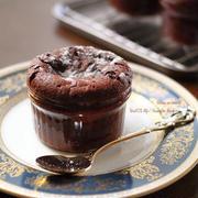 バレンタインが終わっても食べたい!ココット型で簡単チョコレートケーキ