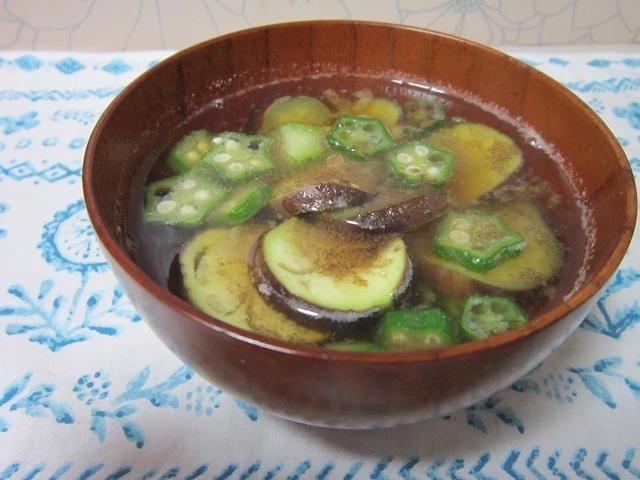 4.夏野菜たくさん!なすとオクラの味噌汁