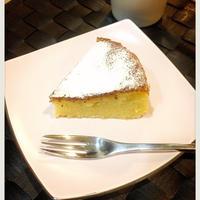 ホワイトチョコとバニラの白いケーキ