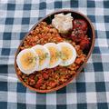 鶏ひき肉のドライカレー弁当(ドライカレーのレシピあり)