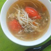 簡単!疲労回復おかずスープ〜トマトともやしともずくの豚しゃぶサンラータン。