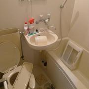 前回に引き続き今回も去年の年末のユニットバスの大掃除の時の様子の後半になります~☆※今回もユニットバスの掃除でおトイレの掃除シーンや排水溝などの掃除のシーンを含みます~のでご注意ください~~~~~!!